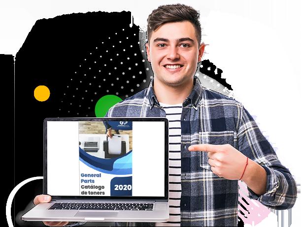 Foto modelo segurando um notebook e apontando com um dedo para o catálogo na tela